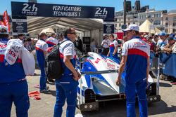 #1 Toyota Racing, Toyota TS040 Hybrid bei der Technischen Untersuchung