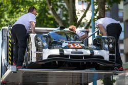 #18 Porsche Team, Porsche 919 Hybrid bei der Verladung auf den Transporter