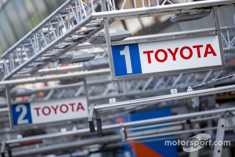 #1 und #2 Toyota Racing, Boxenausrüstung