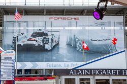 Porsche Team, Schild