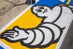 Logo de Michelin en el pit lane