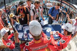 Porsche Team : Timo Bernhard, Mark Webber, Brendon Hartley