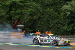 Problema se rompe por abajo para el # 97 de Aston Martin Racing Aston Martin Vantage GTE: Darren Turner, Stefan Mücke, Rob Bell