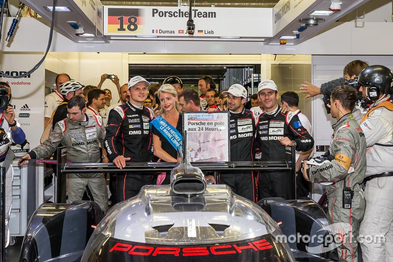 Pole-Position für die 24 Stunden von Le Mans 2015: #18 Porsche Team, Porsche 919 Hybrid: Romain Dumas, Neel Jani, Marc Lieb