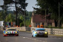 #71 AF Corse, Ferrari 458 GTE: Davide Rigon, James Calado, Olivier Beretta und #77 Dempsey Proton Co