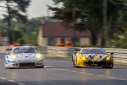 #66 JMW Motorsport Ferrari 458 GTE: Абдульазиз Аль-Файсаль, Якуб Гремазяк, Майкл Авенатти