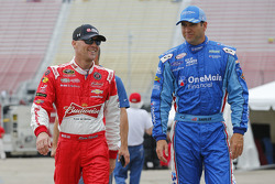 Kevin Harvick, JR Motorsports Chevrolet y Elliott Sadler, Roush Fenway Racing Ford
