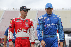 Kevin Harvick, JR Motorsports, Chevrolet, und Elliott Sadler, Roush Fenway Racing, Ford