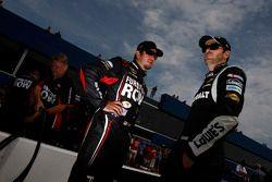 Martin Truex Jr., Furniture Row Racing Chevrolet y Jimmie Johnson, Hendrick Motorsports Chevrolet