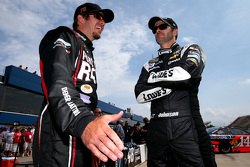 Martin Truex Jr., Furniture Row Racing Chevrolet y Jimmie Johnson, Hendrick Motorsports Chevrolet