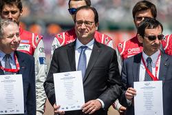 جان تود، رئيس الاتحاد الدولي للسيارات، رئيس فرنسا فرانسوا هولاند، رئيس إيه سي أو بيير فيلون مع السائ