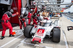 #8 Audi Sport Team Joest Audi R18 e-tron quattro: Lucas di Grassi, Loic Duval, Oliver Jarvis in the pits with damage