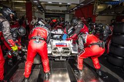 #8 Audi Sport Team Joest Audi R18 e-tron quattro: Лукас ди Грасси, Лоик Дюваль, Оливер Джарвис заезж