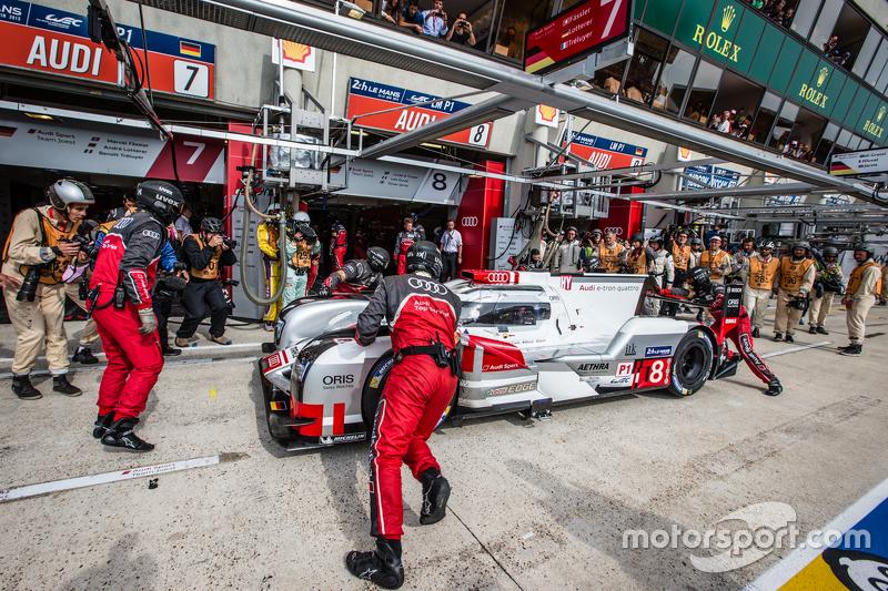#8 Audi Sport Team Joest Audi R18 e-tron quattro: Lucas di Grassi, Loic Duval, Oliver Jarvis kembali