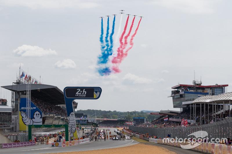 Patrouille de France über dem Circuit de la Sarthe