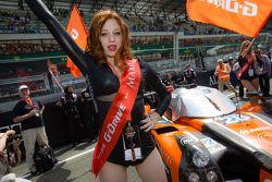 Uma amável G-Drive Racing girl