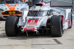 Проблемы у машины #8 Audi Sport Team Joest Audi R18 e-tron quattro: Лукас ди Грасси, Лоик Дюваль, Оливер Джарвис