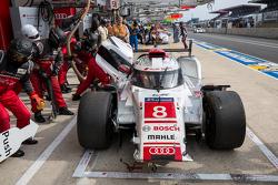 Проблемы у машины #8 Audi Sport Team Joest Audi R18 e-tron quattro: Лукас ди Грасси, Лоик Дюваль, Ол
