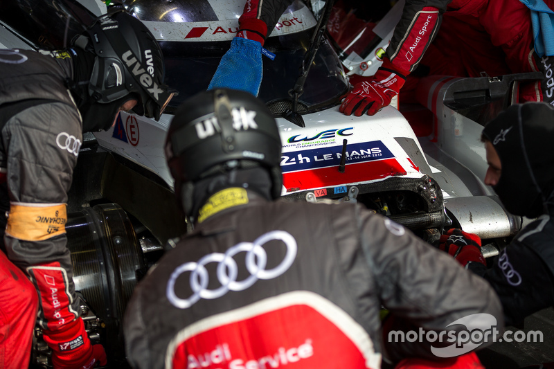 Pit crew swarming the #8 Audi Sport Team Joest Audi R18 e-tron quattro: Lucas di Grassi, Loic Duval, Oliver Jarvis