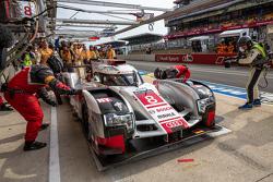 Problemas para el # 8 Audi Sport Team Joest Audi R18 e-tron quattro: Lucas di Grassi, Loic Duval, Ol
