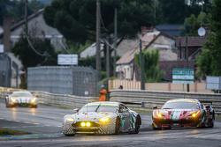 #97 Aston Martin Racing, Aston Martin Vantage GTE: Darren Turner, Stefan Mücke, Rob Bell und #61 AF