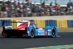 #21 Nissan Motorsports Nissan GT-R LM NISMO: Цугио Мацуда, Лукас Ордонес, Марк Шульжицкий