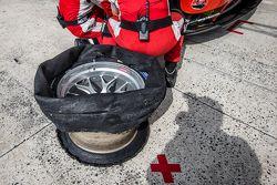 #55 AF Corse, Ferrari 458 GTE: Duncan Cameron, Matt Griffin, Alexander Mortimer mit Reifenproblemen