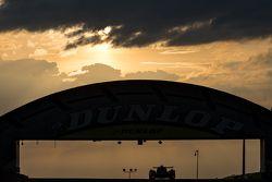 Amanhecer do sol com nuvens no viaduto DunlopSunrise at Dunlop bridge with clouds