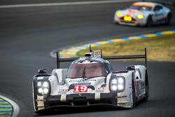 #19 Porsche Team Porsche 919 Hybrid: Nico Hulkenberg, Nick Tandy, Earl Bamber