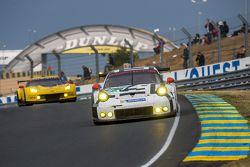 #91 Porsche Team Manthey Porsche 911 RSR: Рихард Лиц, Йорг Бергмайстер, Микаэль Кристенсен