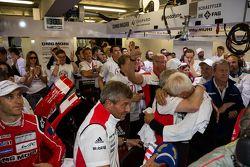 Porsche celebra la victoria de Le Mans en su garage