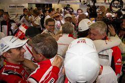 Porsche Team comemora a vitória no geral em Le Mans