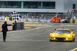 #64 Corvette Racing Corvette C7.R: Jordan Taylor, Oliver Gavin, Tommy Milner takes the class win