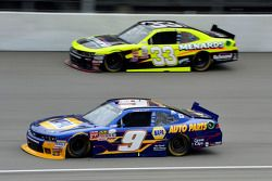 Chase Elliott, JR Motorsports Chevrolet and Paul Menard, Richard Childress Racing Chevrolet