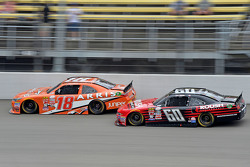 Daniel Suarez, Joe Gibbs Racing Toyota en Chris Buescher, Roush Fenway Racing Ford