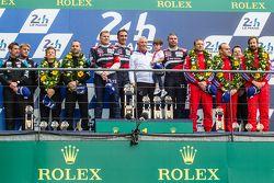 LMGT Am podium: Ganadores #72 SMP Racing Ferrari 458 GTE: Andrea Bertolini, Viktor Shaitar, Alexey B