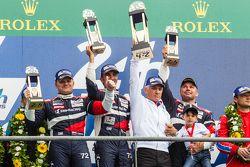 LMGT Am podium: Ganadores #72 SMP Racing Ferrari 458 GTE: Andrea Bertolini, Viktor Shaitar, Alexey Basov con el dueño de SMP, Boris Rotenberg