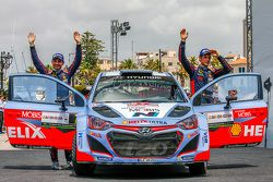 Podium: third place Thierry Neuville and Nicolas Gilsoul, Hyundai i20 WRC, Hyundai Motorsport