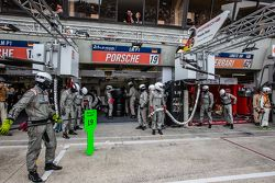 Команда Porsche готова к пит-стопу