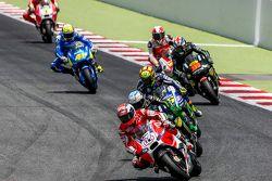 Andrea Dovizioso, Ducati Team y Pol Espargaró, Tech 3 Yamaha y Valentino Rossi, Yamaha Factory Racing con Bradley Smith, Tech 3 Yamaha y Yonny Hernández, Pramac Racing Ducati y Aleix Espargaro, Team Suzuki MotoGP