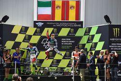 Segundo Valentino Rossi, vencedor Jorge Lorenzo, Yamaha Factory Racing e terceiro Dani Pedrosa, Reps