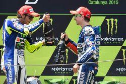 Segundo lugar, Valentino Rossi y el ganador, Jorge Lorenzo, Yamaha Factory Racing