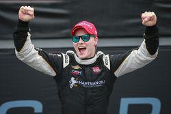 Le vainqueur Josef Newgarden, CFH Racing Chevrolet