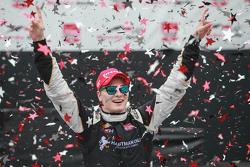 Победитель гонки Джозеф Ньюгарден, CFH Racing Chevrolet