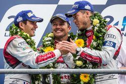 LMP1 podium: tercer lugar Audi Sport Team Joest Audi R18 e-tron quattro: Marcel Fässler, Andre Lotte
