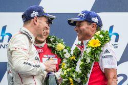 LMP1 podium: Porsche Team: Nico Hulkenberg y Fritz Enzinger, jefe de departamento de LMP1 Porsche
