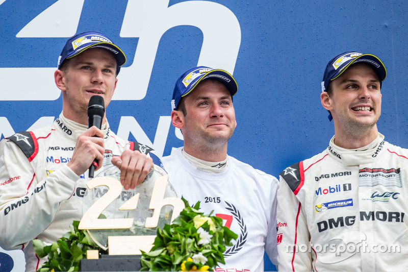 LMP1 Podyum: Kategori ve genel kazanan Porsche Takımı: Nico Hulkenberg, Nick Tandy, Earl Bamber