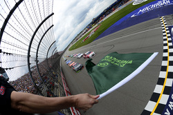 Start: Kevin Harvick, Stewart-Haas Racing Chevrolet, lider