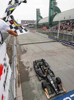 Josef Newgarden, CFH Racing Chevrolet, pakt de overwinning
