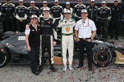 Yarış galibi Josef Newgarden, CFH Racing Chevrolet ve ikinci Luca Filippi, CFH Racing Chevrolet, ve